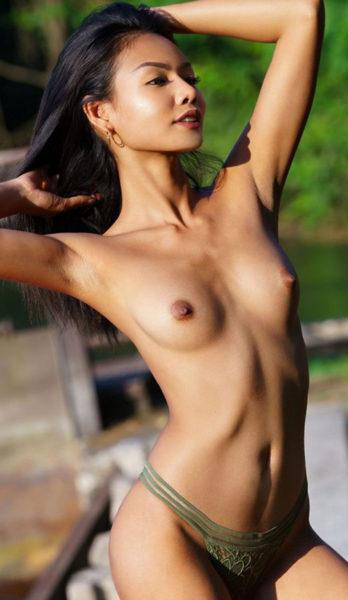 Ostara - Freizeithure aus Berlin verwöhnt mit erotische Thai Technik heiße Stunden