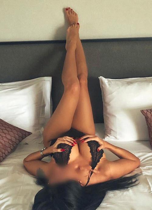 Brianna Glamour Dame über Escort Berlin Masseuse für Orgasmus Massage Service mit Streicheln und Schmusen Sex bestellen