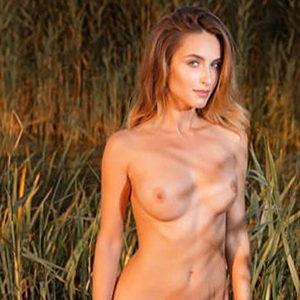Monika VIP Class Ladie über Escort Berlin Masseuse für Lymphmassage Service mit intim Date Sex buchen