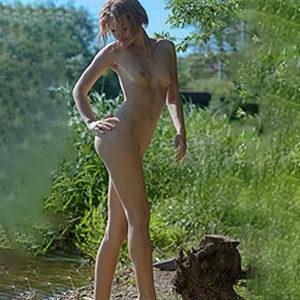Roselinde Privat Model über Begleit Masseurin Agentur Berlin für Lymphdrainage Massage Service im Apartment Sex treffen vereinbaren