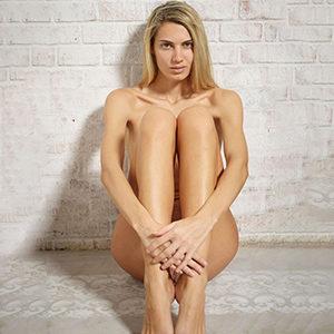 Dalia Luxury Model über Masseurin Escortagentur Berlin für Penis Massage Service mit Striptease Sex Termin vereinbaren