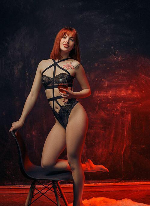 Rosemary - Escort Lady aus Bonn priorisiert stark erotisierte Lingammassage