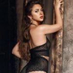 Agatha Hot - Escort Girls aus Berlin verführt mit Lomi Lomi Nui Art den Partner