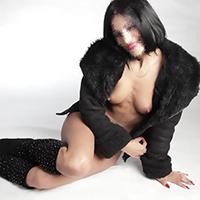 Anja – Sexmassage treffen mit zierliche Escort Frau