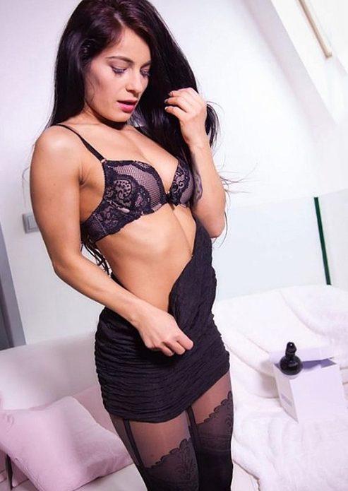 Iren - VIP & High Class Berlin 24 Jahre Erotische Sex Massagen Facesitting