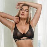 Cardi - Escort Lady aus Frankfurt liebt die sinnliche Lingam Verführung am Partner