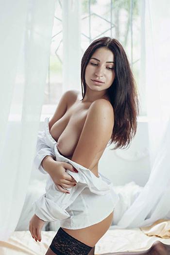 Dina - Privatmodel in Berlin sinnlich und liebevoll bringt dich zum Orgasmus