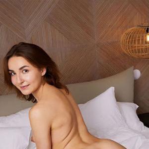 Dina - VIP Lady 75 B Oranienburg Massaging Pampered With Facial Insemination