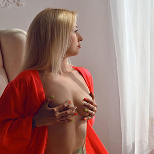 Divina - Escort Woman from Falkensee favors kneading Hand Massage of the Prostate