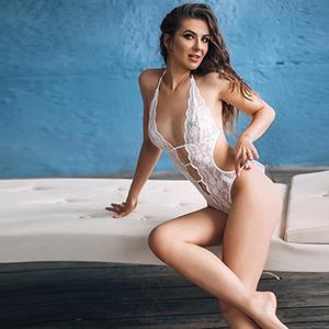 Privatmodelle Berlin - High Class Escort Ladie Eliza massiert bis zum Orgasmus