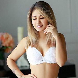 Emily - VIP Dame Köln 21 Jahre Thai Sex Massagen Mag Gerne Männerüberschuss