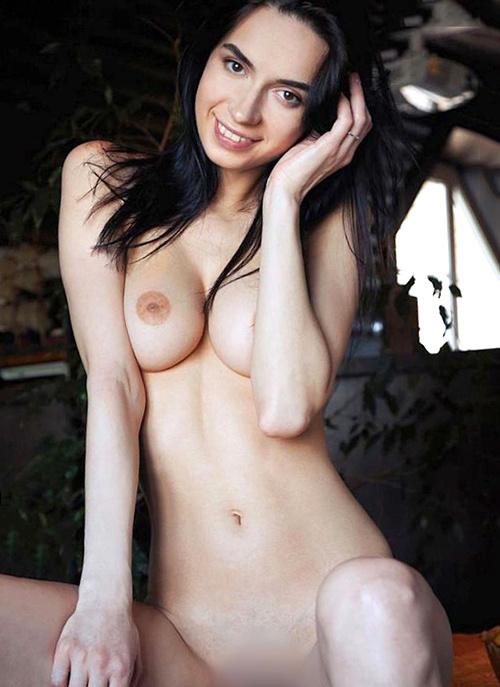 Kitty - VIP Dame Oranienburg Aus Italien Ganzheitliche Massage Verwöhnt Mit Geilen Zungenküssen