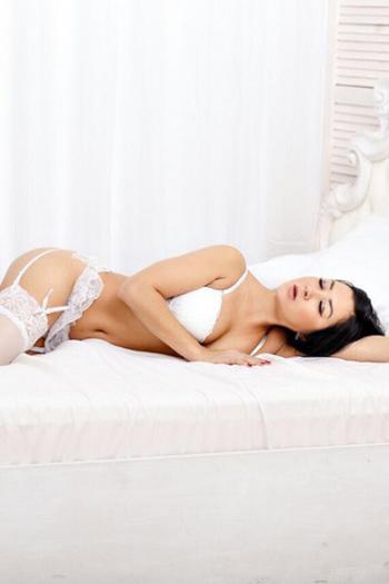 Karina - Whirlpool-Massage mit Sex erleben von Elite Nutten