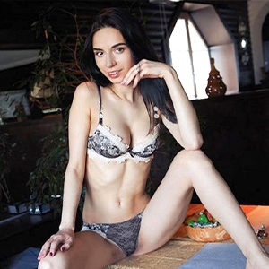 Kitty - VIP Lady Oranienburg From Italy Holistic Massage Spoiled With Hot Kisses With Tongue