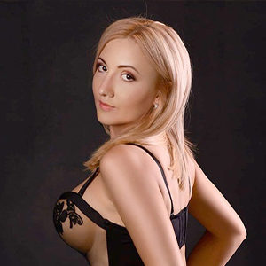 Liane - Escort Girl from Berlin performs the Tao practice with gentle Strokes and Handles