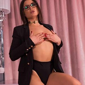 Marcella - Luxus Frauen Frankfurt 21 Jahre Erotische Sex Massagen Zungenküsse