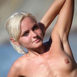 Minna - Whores Berlin 22 Years Brushing The Skin Likes Pee