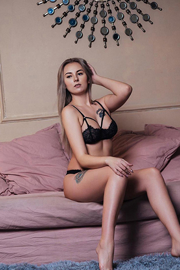 Monika - Private Escort Lady In Frankfurt Offers Intimate Holistic Satisfaction