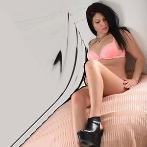 Polly - Zierliches Escort Teen Berlin Sextreffen in Massage Sauna