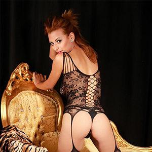 Sibel - Lady from Berlin offers gentle Oriental Massage with Peeling gloves