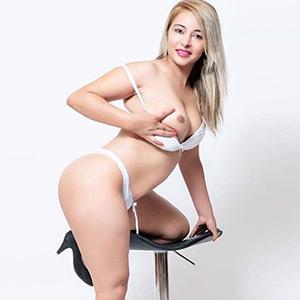 Sindy - Top Escort Model Berlin steht auf Sex und Busenmassage
