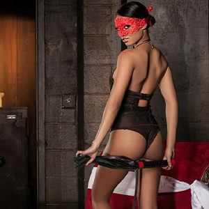 Valentina - Domina from Aachen offers a gentle Body Massage with a Whip