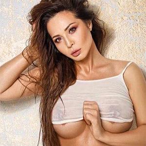Amaretta - Private Models Frankfurt 23 Years Old Rub Pee